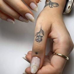 Combina i tuoi gel modellanti con i foil che più preferisci per ottenere una manicure top!  ___________________________  ✨  𝐒𝐇𝐎𝐏 𝐎𝐍𝐋𝐈𝐍𝐄 ✨  Tap sul post o link in bio  📸 @cupio.ornaments   #Cupio #CupioNails #Cupiocolors #Cupiolover #newcollection #nailtutorial #nailartitalia #nailartitaly #coffeandseasons #fallnails #manicureitalia #unghiegel #unghiemania #smaltosemipermanente #ricostruzioneunghie #unghieingel #gelcolors #nailarttrend #semipermanenteunghie #ottobre2021