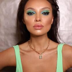 Loading Summer 🐠  Make-up realizzato dalla fantastica @alexandra___flaminzeanu su @anato_mo con l'ombretto Stardust Cream eyeshadow nel colore hypnotic di @muah.ro _________________________ ✨ 𝐒𝐇𝐎𝐏 𝐎𝐍𝐋𝐈𝐍𝐄 ✨ tap sul post o link in bio  #Cupio #CupioMakeup #MagicBeauty #nudelips #lipgloss #Muah #girls #lovemakeup #instamakeup #makeuplover #makeupaddict #springmakeup #makeuptutorial #nudemakeup #makeup #makeupideas #makeupartist #mua #trucco #beauty #naturalakeup #tutorial #lipcombo #motd #instabeauty #labbra #lips  #makeupoftheday #makeuplife