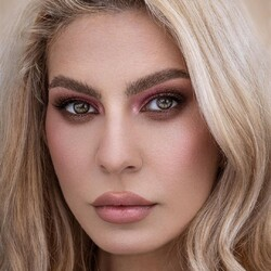 Entriamo nel mood festivo con questo smokey eye delicato sui toni del rosa realizzato by @ovidiuperta con la palette Muah 💓 _________________________ ✨ 𝐒𝐇𝐎𝐏 𝐎𝐍𝐋𝐈𝐍𝐄 ✨ tap sul post o link in bio  #Cupio #CupioMakeup #MagicBeauty #palette #Muah #girls #eyesshadow #colours #Adore #lovemakeup #instamakeup #makeuplover #makeupaddict #springmakeup #nudemakeup #makeup #makeupideas #makeupartist #mua #trucco #beauty #glitter #bright #naturalakeup #eyes #motd #instabeauty #smokeyeye #cupiolashes #cupiobrows